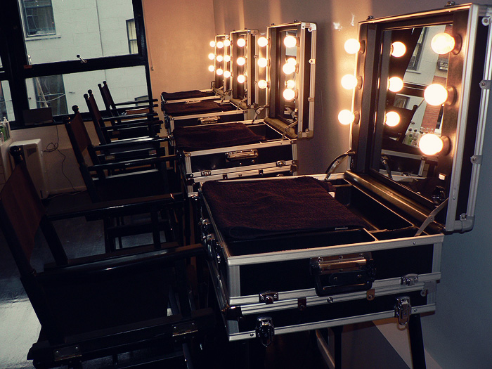 makeup artist table with lights 2