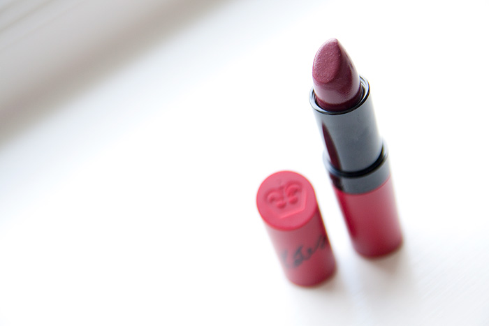 Red Lip Series: Rimmel Kate Moss Matte Lipstick #107 (Wine)
