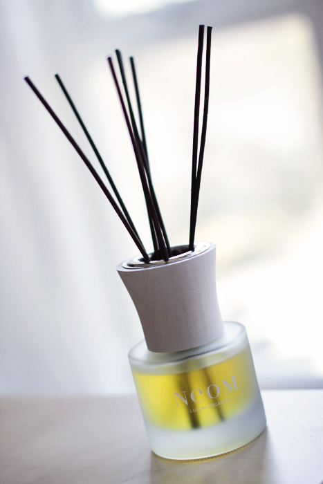 Neom Organic Reed Diffuser in Sumptuous_01