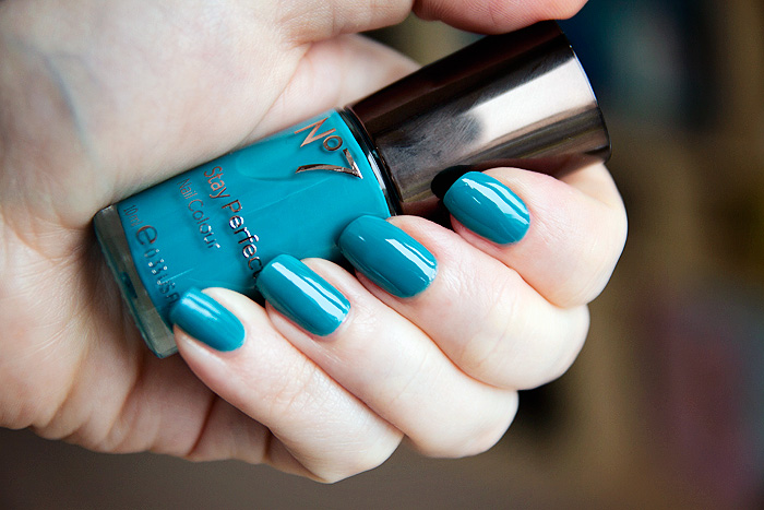 Boots-No7-Stay-Perfect-Nail-Colour-in-Cruising-Teal_1