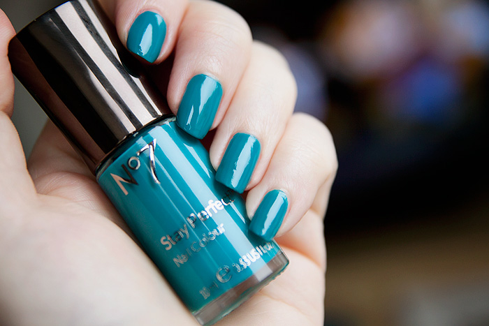 Boots-No7-Stay-Perfect-Nail-Colour-in-Cruising-Teal_2