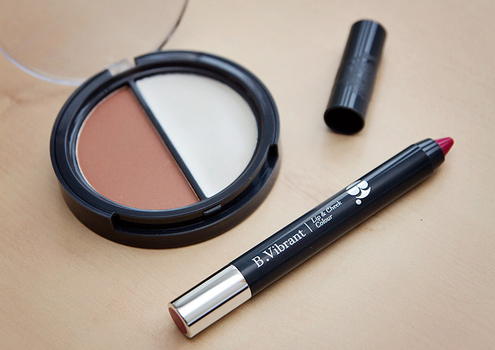B. Vibrant Lip & Cheek Colour in Fandango and B. Sculplted Contour Kit Review3