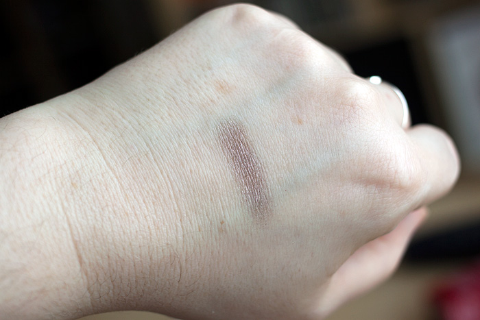 Clarins Mineral Eyeshadow in Smoky Plum Swatch
