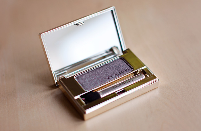 Clarins Mineral Eyeshadow in Smoky Plum
