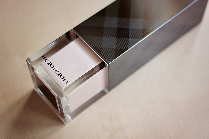 Burberry Fresh Glow Base Fluid 01